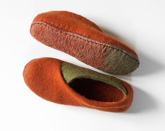 Handmade felted slippers for women men kids. by BureBureSlippers.
