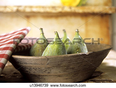 Stock Photograph of Fresh figs in a wooden bowl u13946739.