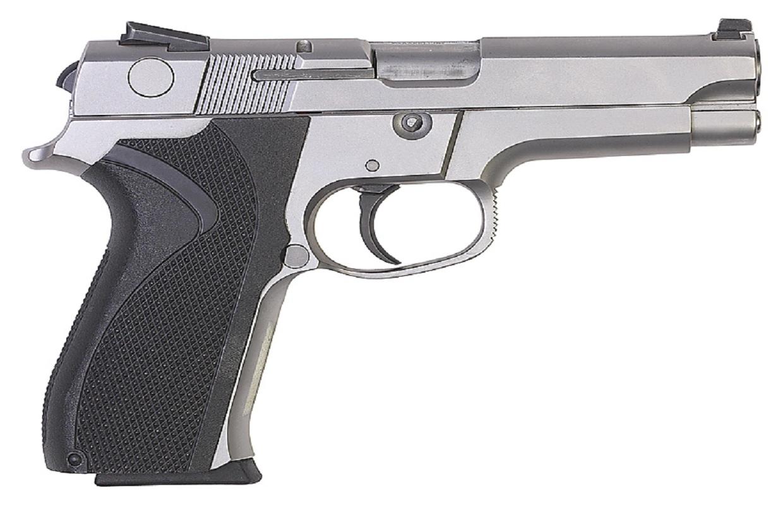 Chicago man pleads guilty to brokering 77 illegal gun sales.
