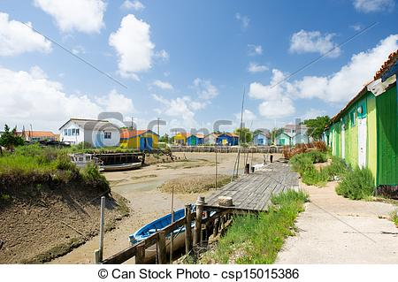 Pictures of Colorful wooden cabins for oyster fishermen at Chateau.
