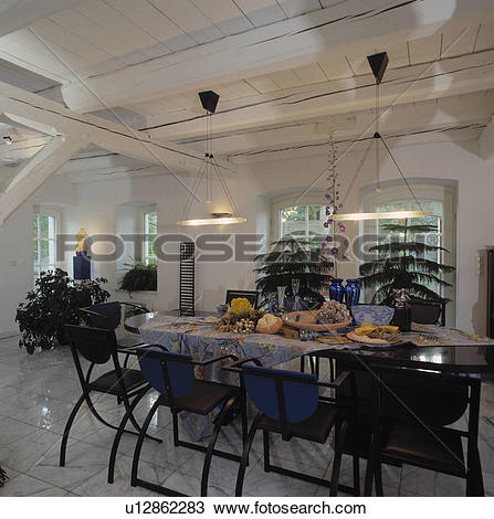 Stock Photo of beams, interior, modern, lighting, fixed.