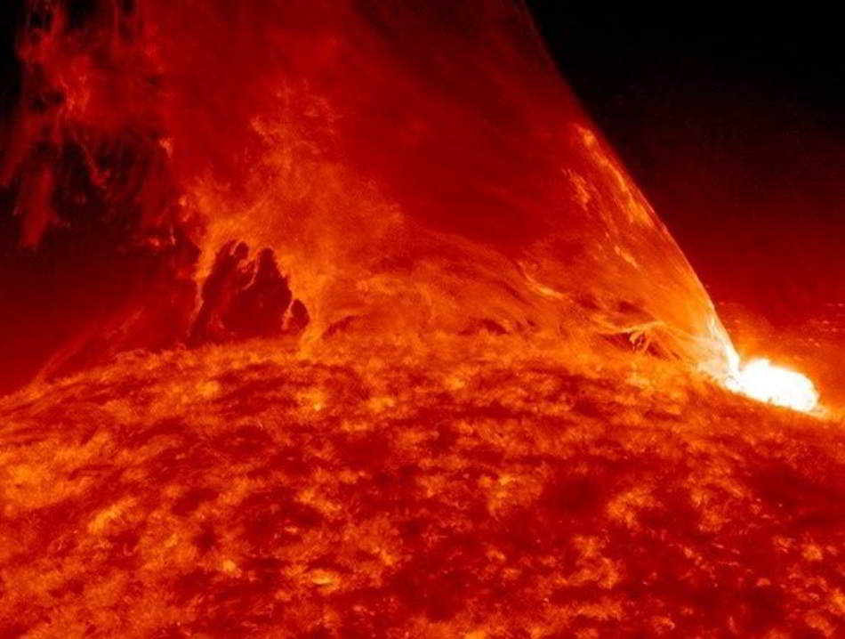 Monster prominence erupts from the Sun (video).