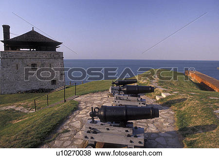 Pictures of fort, Old Fort Niagara, New York, Cannons displayed at.