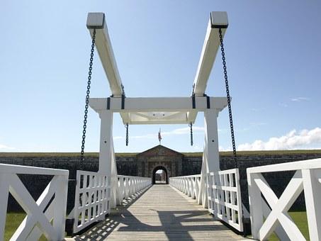 Free photo Bridge Drawbridge Fortification Franziskischloessl.
