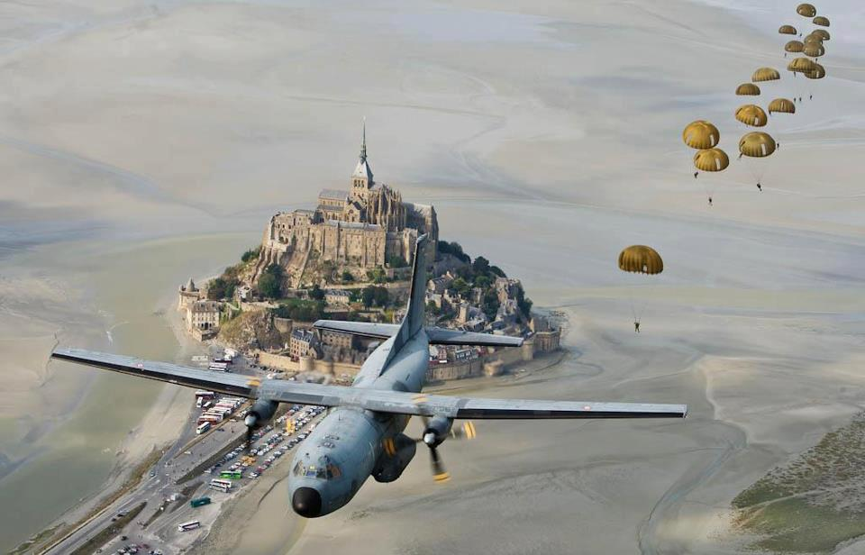 Plane Dropping Paratroopers Clipart.