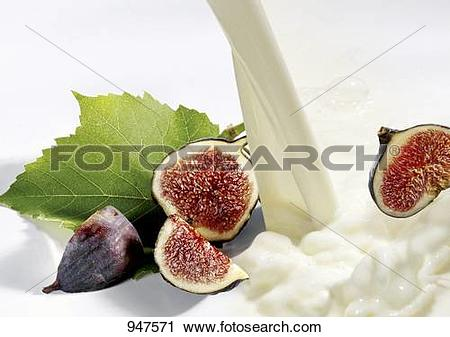 Stock Photography of Milk and fresh figs 947571.