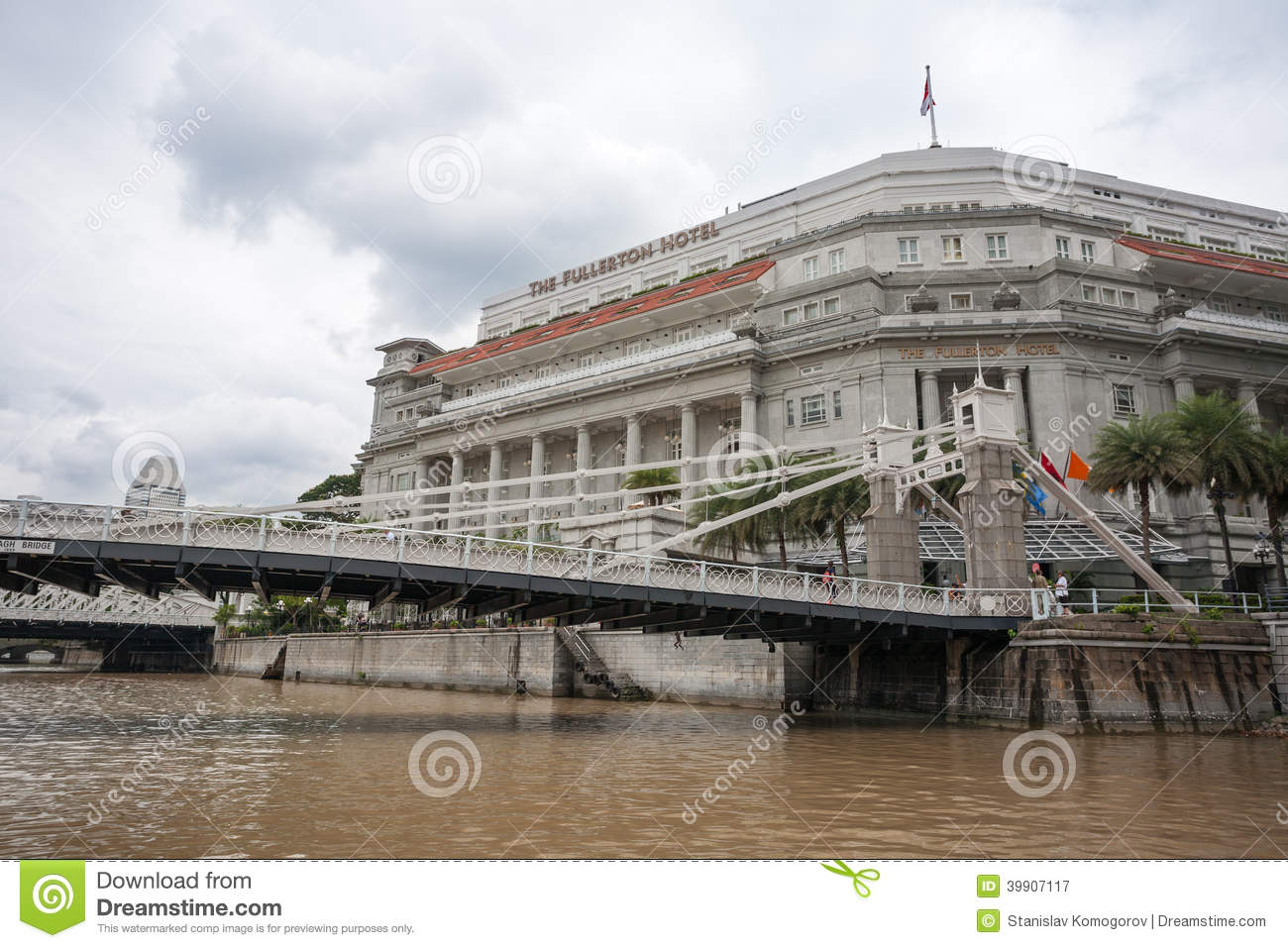 Cavenagh Bridge And The Fullerton Hotel In Singapore Editorial.