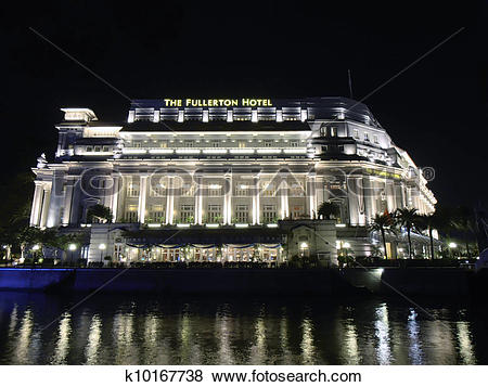 Pictures of Singapore Night. River and the Fullerton Hotel.