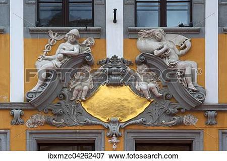 Picture of Merkur und Minerva, Stuckdekorationen an einem Haus.