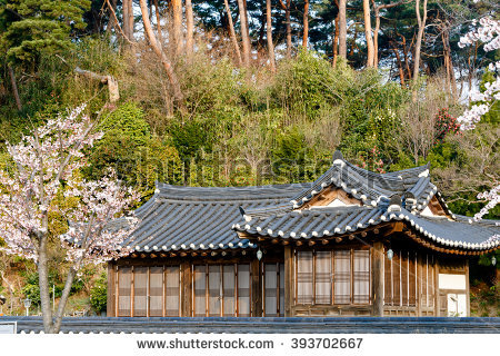 Traditional House Stock fotos, billeder til fri afbenyttelse og.