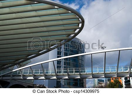 Picture of A column and structure at Gare do oriente Train station.
