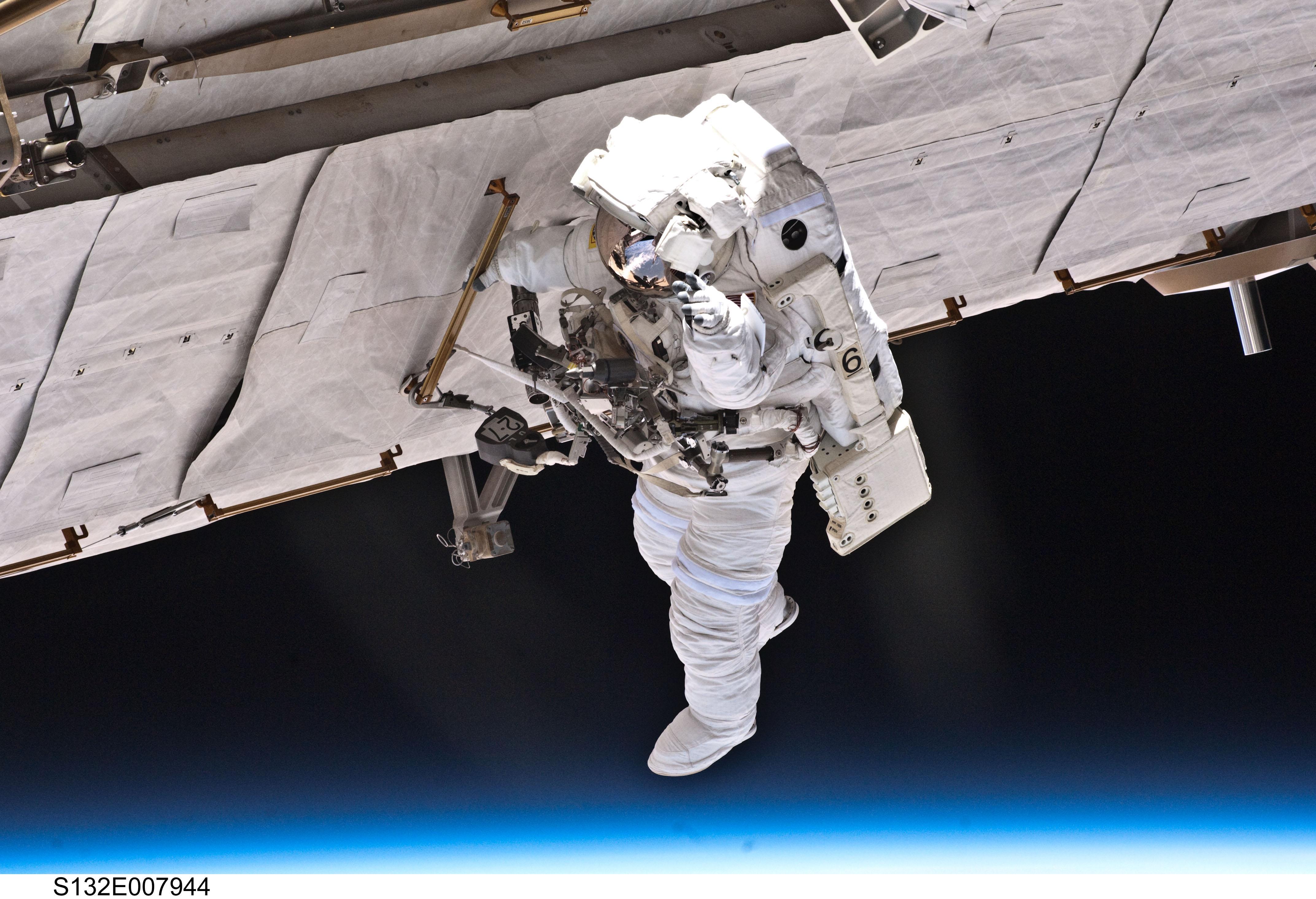 Free NASA Photo: Astronaut Garrett Reisman on a Space Walk.