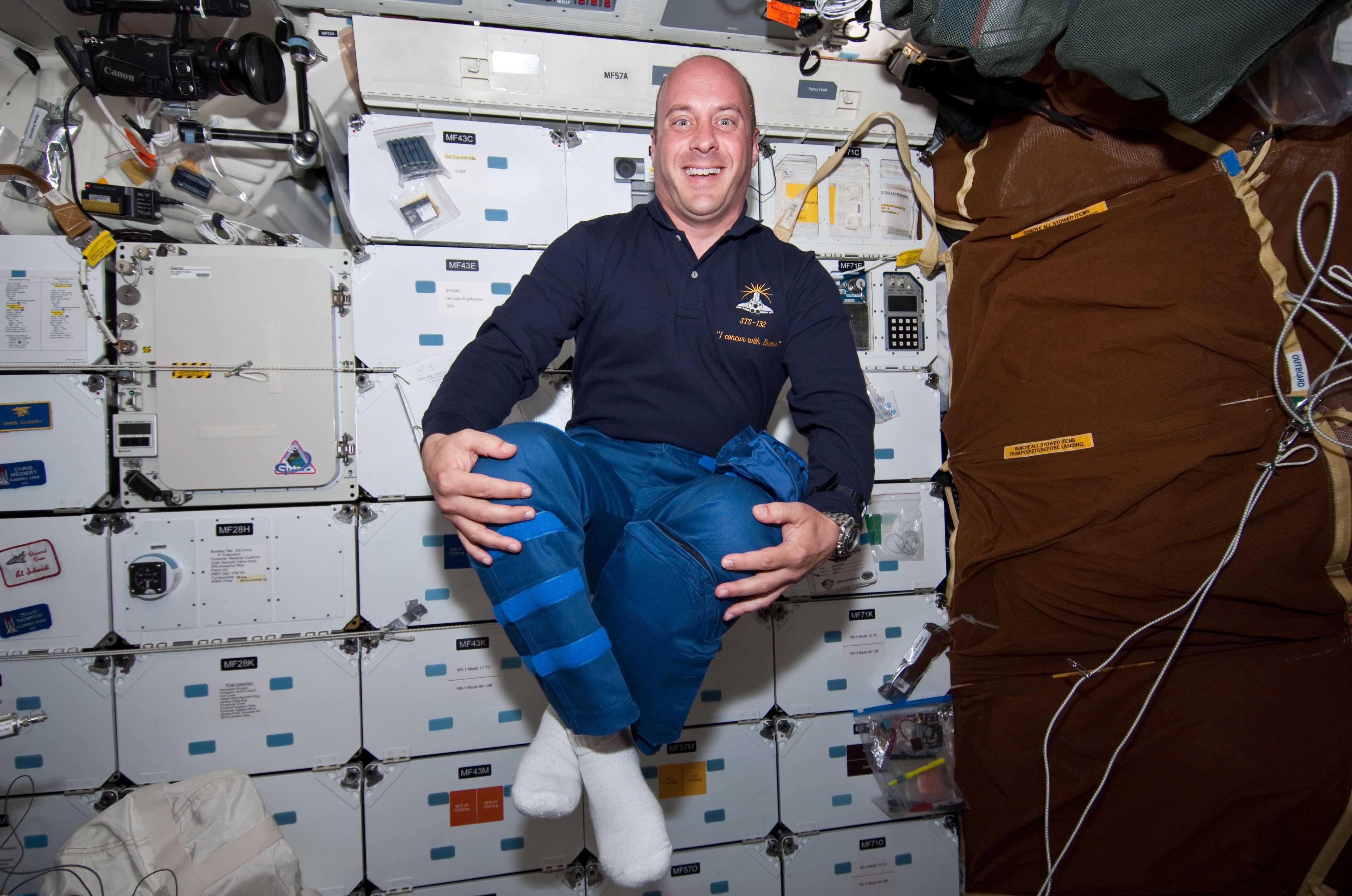 File:STS132 FD2 Garrett Reisman in middeck.jpg.