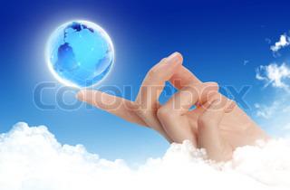 Planet Erde in menschlichen Händen..