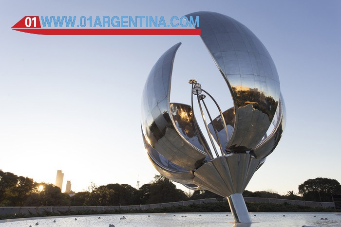 Visit the Floralis Generica in Buenos Aires main tourist attraction.
