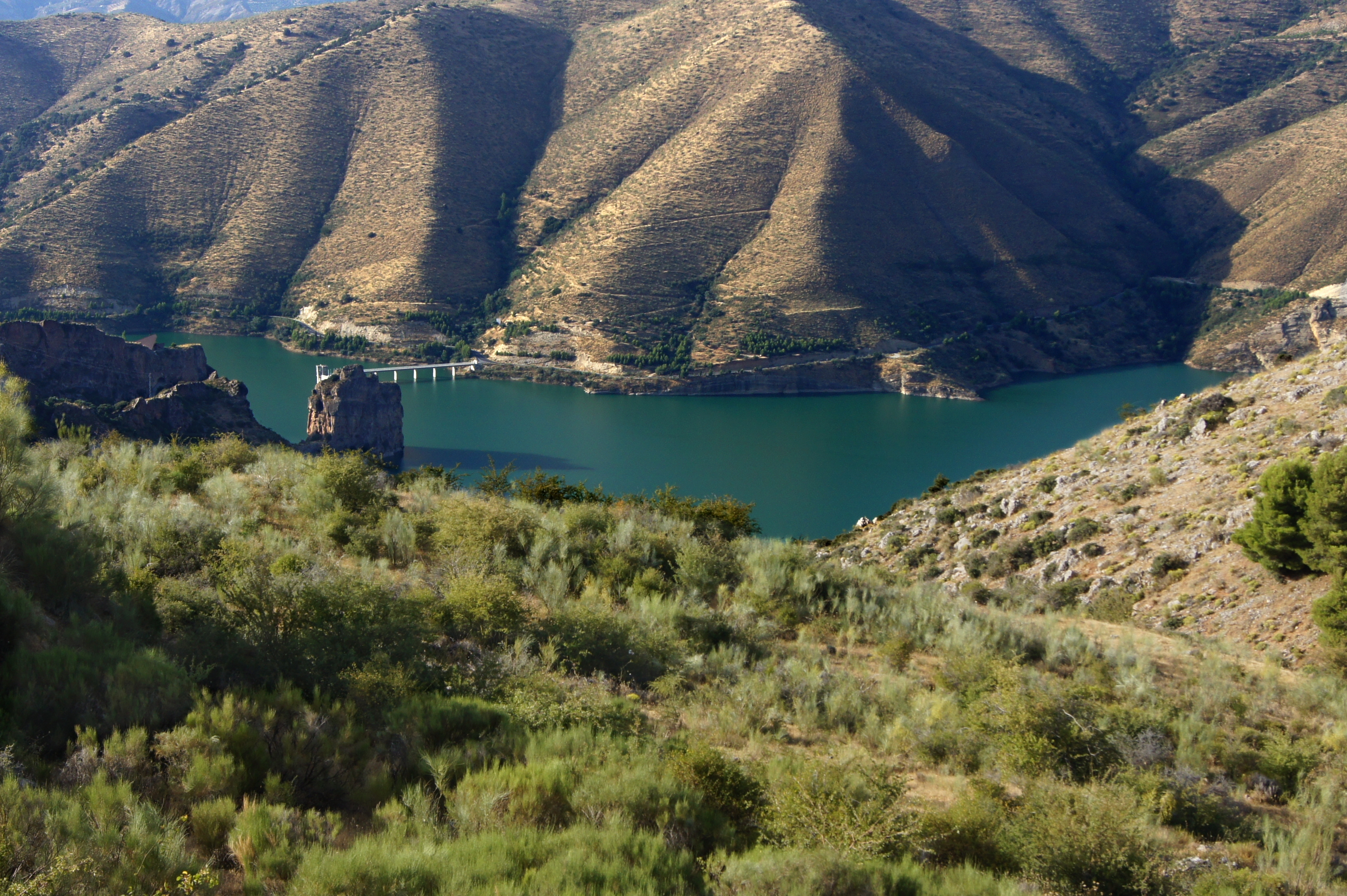 File:Embalse de Canales Rio Genil 2.jpg.