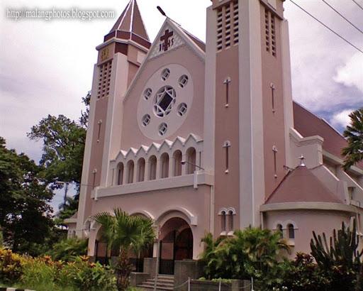Photos of Gereja Ijen and Gereja Kayutangan.