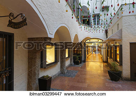 """Picture of """"Courtyard between alleyways and the Green Market."""