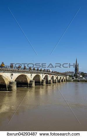 Picture of Bogenbrucke uber die Dordogne, Libourne, Departement.