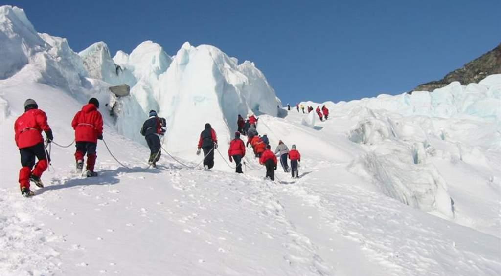 Guided glaciertours, Svellnosbreen glacier.