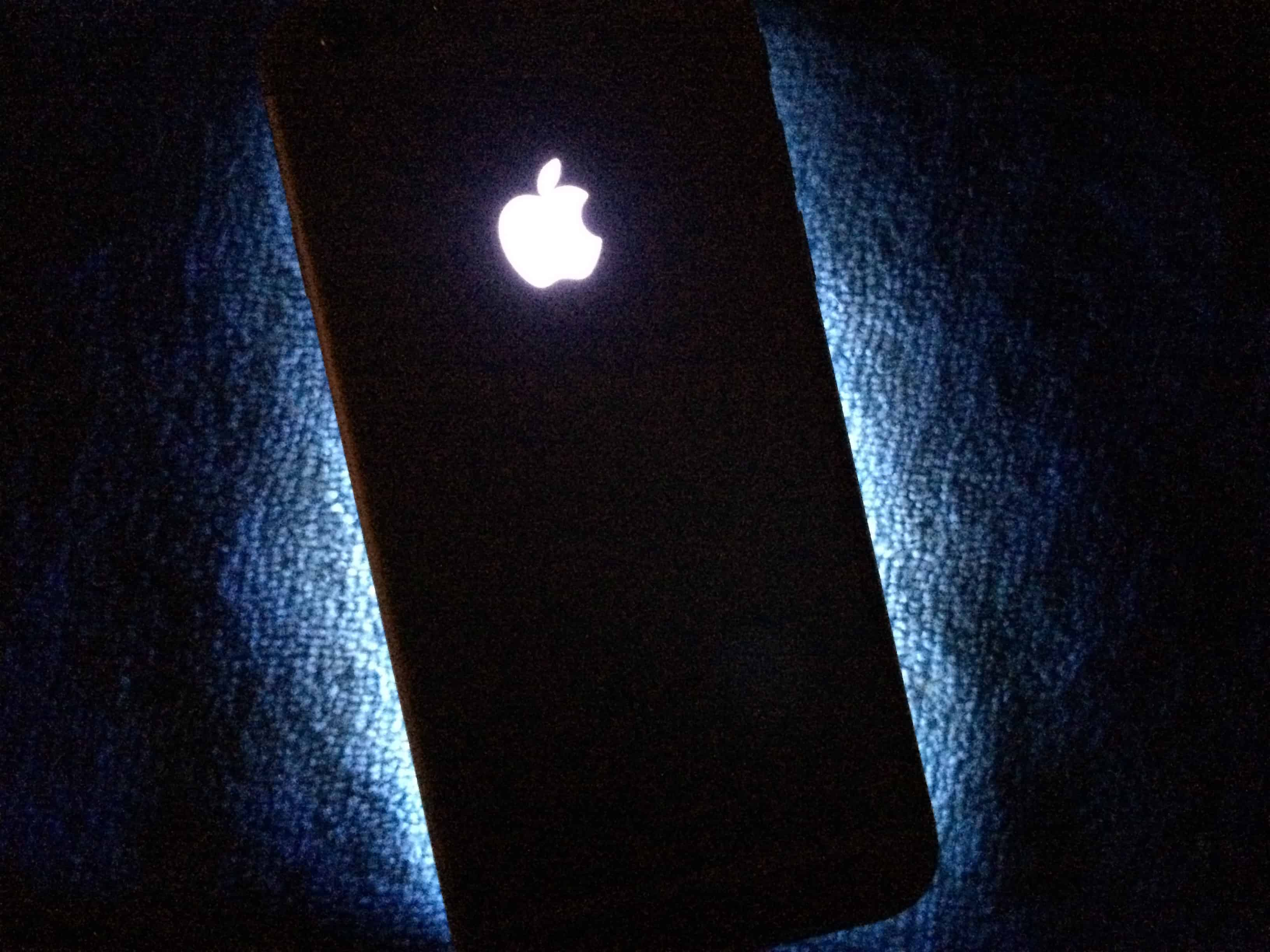 iPhones could have glowing Apple logo as notification light.