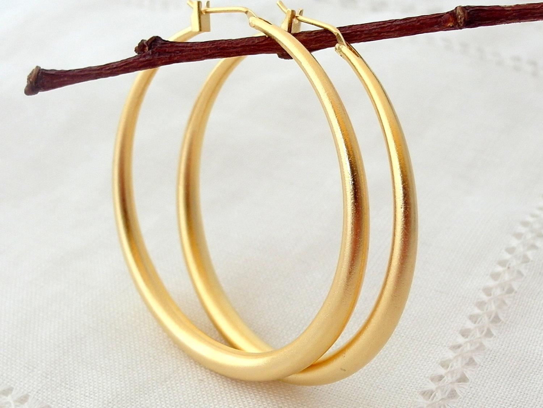 Tube hoop earrings.