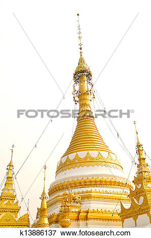 Picture of Golden pagoda in Buddhist Temple of Wat Chong Klang.