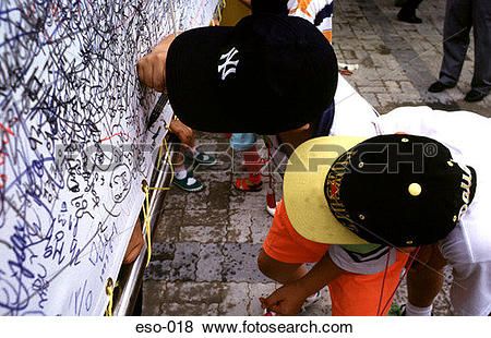 Pictures of Children Writing Graffiti on Wall eso.
