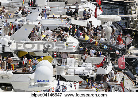 Picture of Viewers on yachts in Port Hercule during the Formula 1.