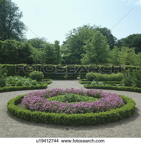 Stock Photo of Circular bed with clipped low box hedge enclosing.