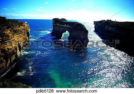 Pictures of Great Ocean Road, day, sea, rock, rock island, horizon.