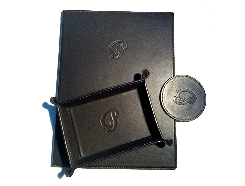 Leather articles, manufactured by artisans. Hand.