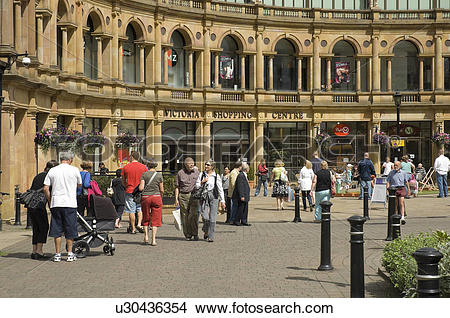 Stock Photo of England, North Yorkshire, Harrogate, Shoppers at.