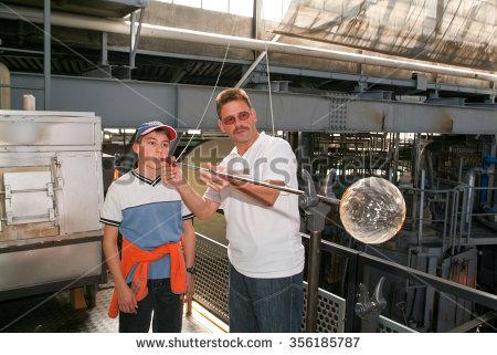 Glass Kiln Lizenzfreie Bilder und Vektorgrafiken kaufen.
