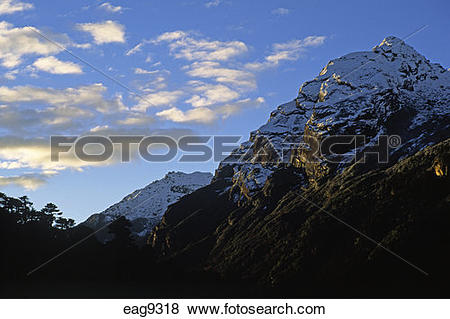 Pictures of HIMALAYAN PEAKS glow at sunset in the MAKALU BARUN.