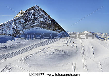 Picture of Ski runs on slopes of Hintertux Glacier k9296277.