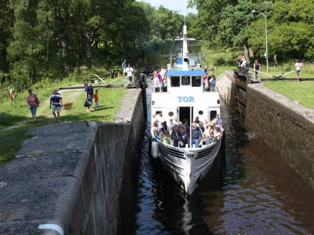 Canal Boat Ride along Hjälmare Kanal in Sweden. Resa längs.