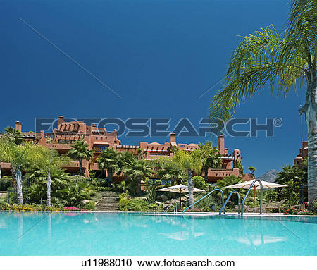 Stock Photography of Turquoise swimmingpool in front of terracotta.