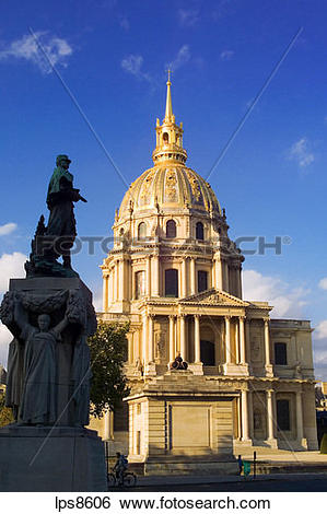 Stock Images of general gallieni monument and eglise du dome.