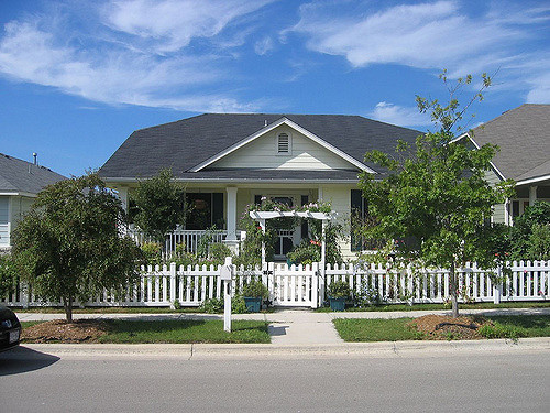 Similiar House With Picket Fence Keywords.