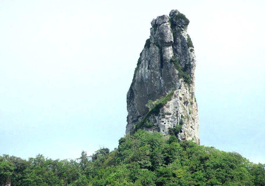 Te Rua Manga (The Needle), The Cook Islands 2019.