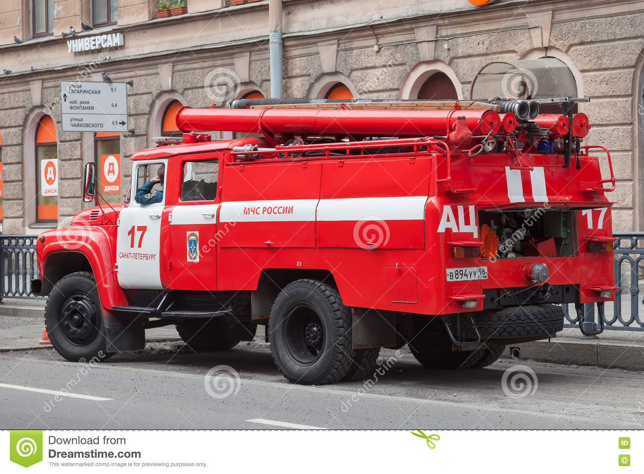 Red Fire Machine In The Center Of St. Petersburg Editorial Photo.