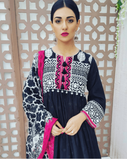 20 Classy Outfits for Pakistani Girls with Short Height.