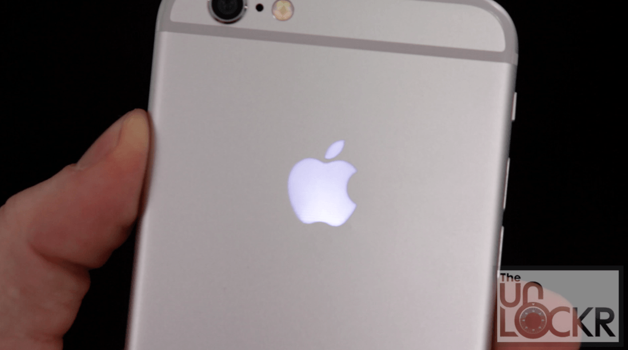 Iphone 6 blinking apple Logos.