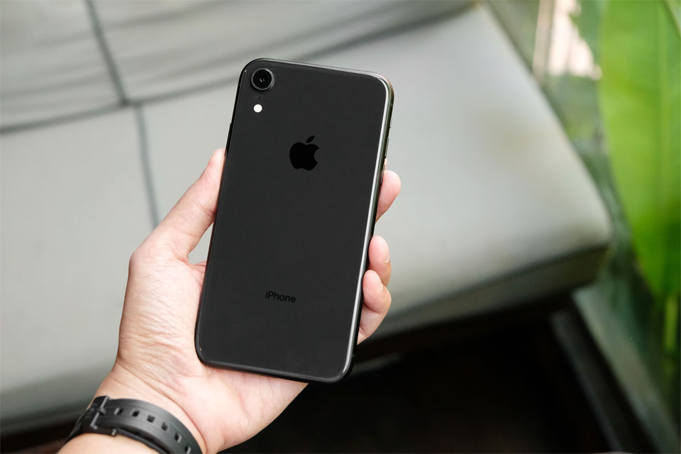 How to Fix an iPhone XR That\'s Stuck on the Apple Logo.