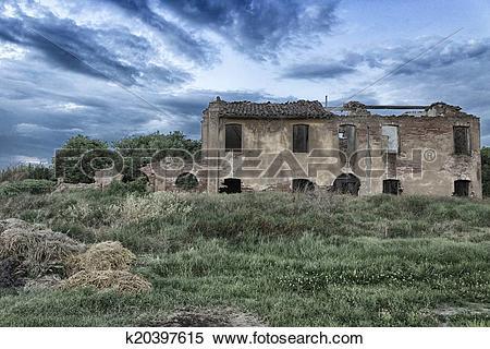 Stock Image of Ruined farmer homes in Italian countryside.
