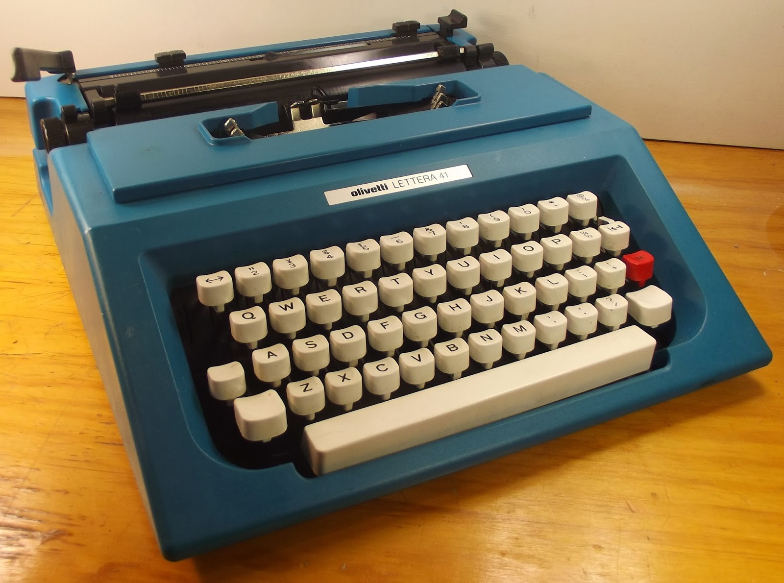 oz.Typewriter: Clip Art: How Olivetti Changed Track with its Last.