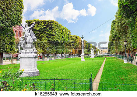 Pictures of Luxembourg Garden(Jardin du Luxembourg) in Paris.