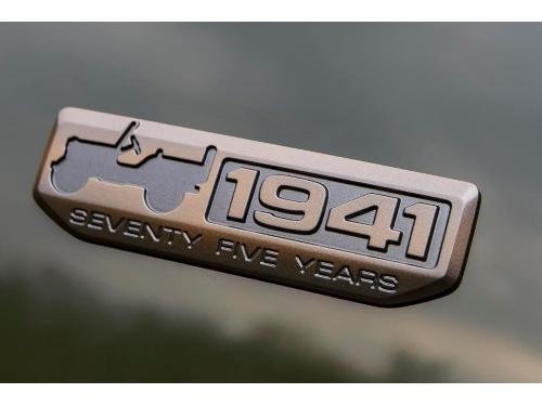 Jeep Grand Cherokee Emblem (Part No: 68268158AB).