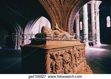 Picture of Statue inside of a monastery, San Jeronimo Monastery.